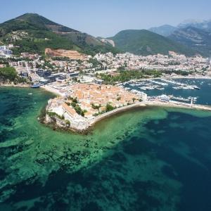 Die-Altstadt-von-Budva-Montenegro-iStock-170148645